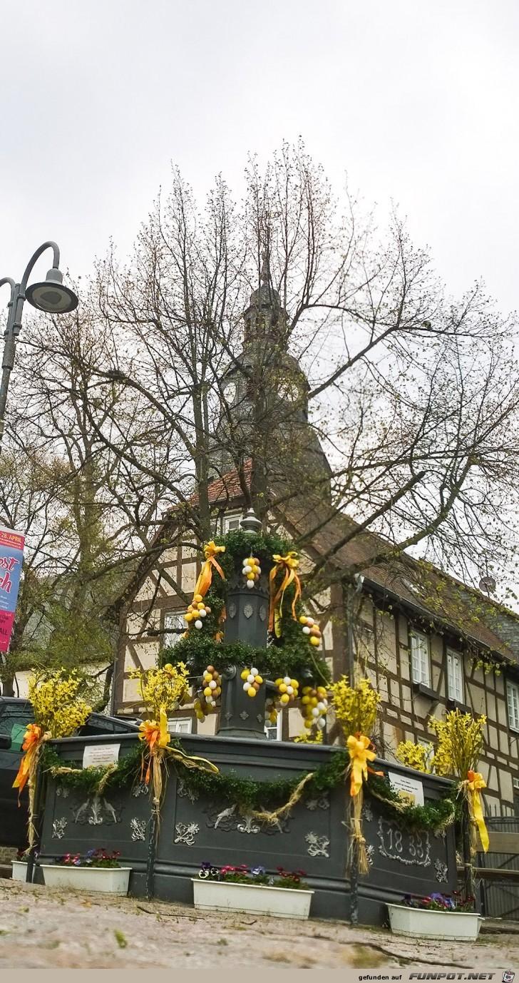 Marktplatz-mit-Osterbrunnen