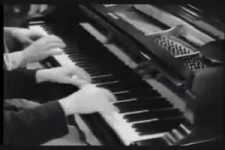 Max Brothers am Klavier