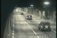 im Tunnel gehts rund