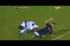 Ein Karatetritt im Fußball
