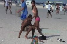 Streich  Schlange am Strand