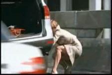 Reifenwechsel einer Frau 1
