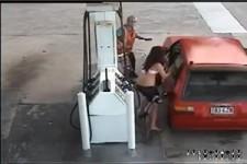 Kalte Fuesse bekommen beim Benzinklau
