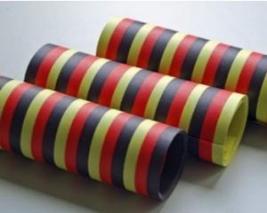 Luftschlangen in schwarz-rot-gelb!