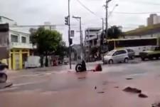 Krasses Loch in der Straße
