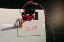 Roboter-Uhr