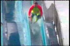 Stunts auf der Wasserrutsche