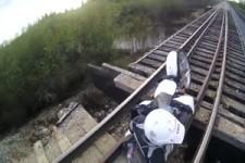 Nie auf Gleisen fahren