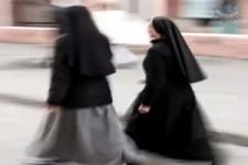 2 Nonnen im Supermarkt..