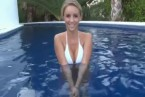 Video von Nogula auf  funpot: Beauty Busty Strip off in the Pool