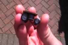 Das kleinste ferngesteuerte Rennauto