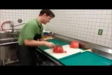 Die besten Tricks um eine Wassermelone zu schneiden