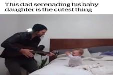 Dieser Papa, der seine kleine Tochter auf den Arm nimmt, ist
