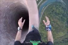 365 Meter - Mann balanciert auf höchstem Schornstein Europa