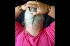 Wie Oma jede Frisur mit einem Kamm macht.