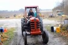 Aufgemotzter Traktor