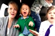 50 Mütter singen mit ihren Kindern, ...