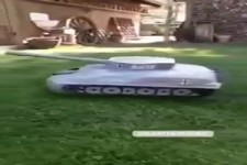Rasenmäherroboter als Panzer